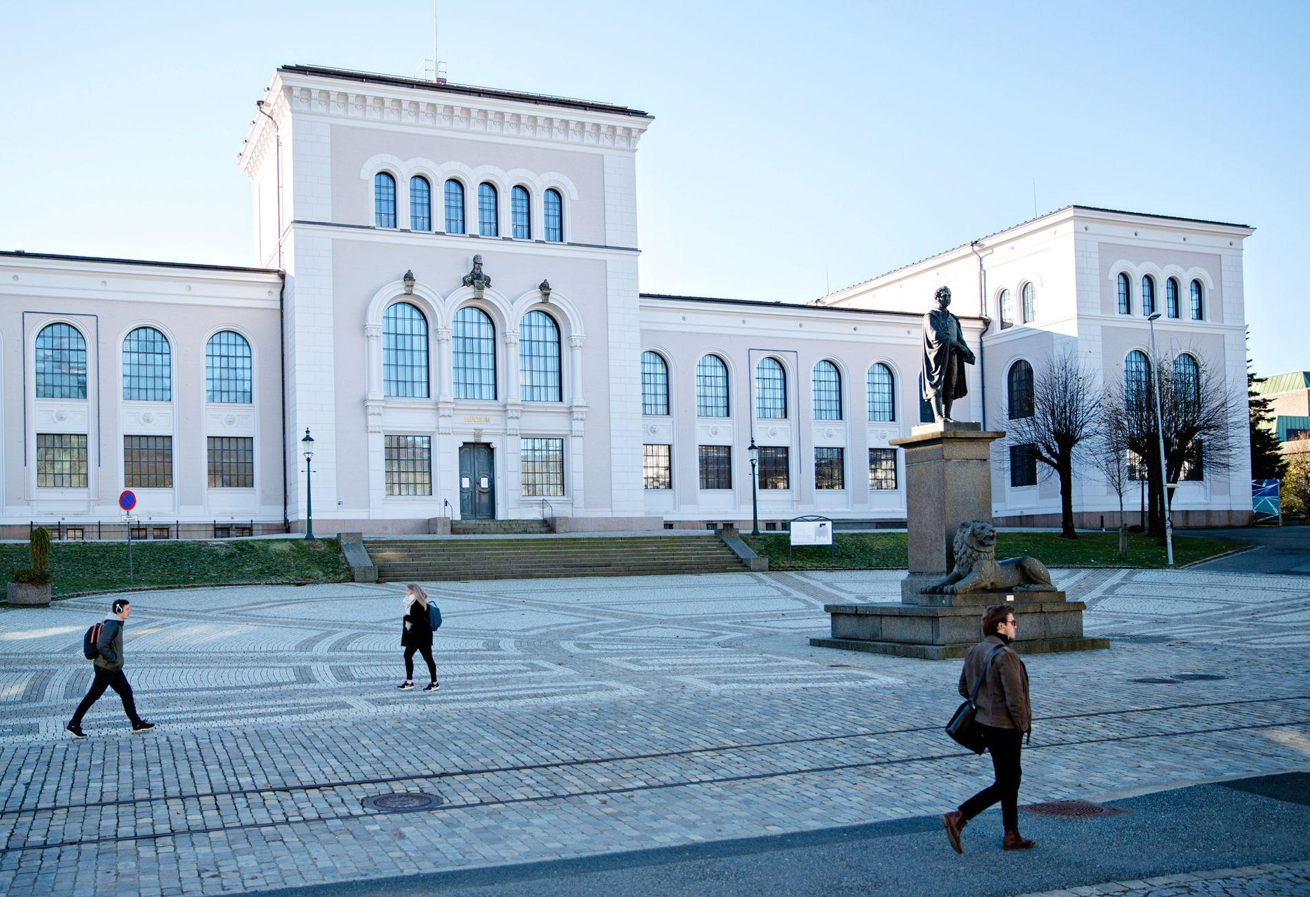 PRIVATE SMS-ER PÅ AVVEIE: Flere ansatte ved Universitetet i Bergen opplevde å få et feilprogrammert simkort. Det fikk konsekvenser.
