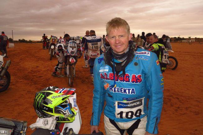 ØRKEN-SJEF: Pål Anders Ullevålseter fotografert i Africa Race, som han vant suverent. Mens Dakar-rallyet nå avvikles i Sør-Amerika, har Ullevålseter kjørt den utgaven som fortsatt går i Afrika.