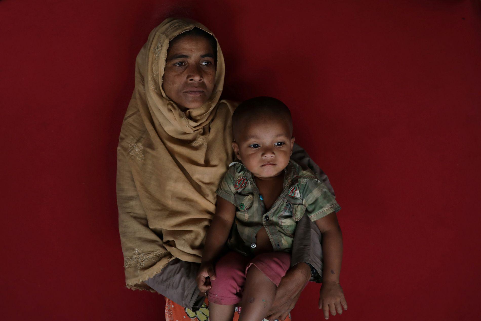MISTET FAR TIL ÅTTE: Amina Khatun (40) så ektemannen blir ført vekk av soldater. Han var livredd. Hun måtte flykte til Bangladesh med åtte barn.