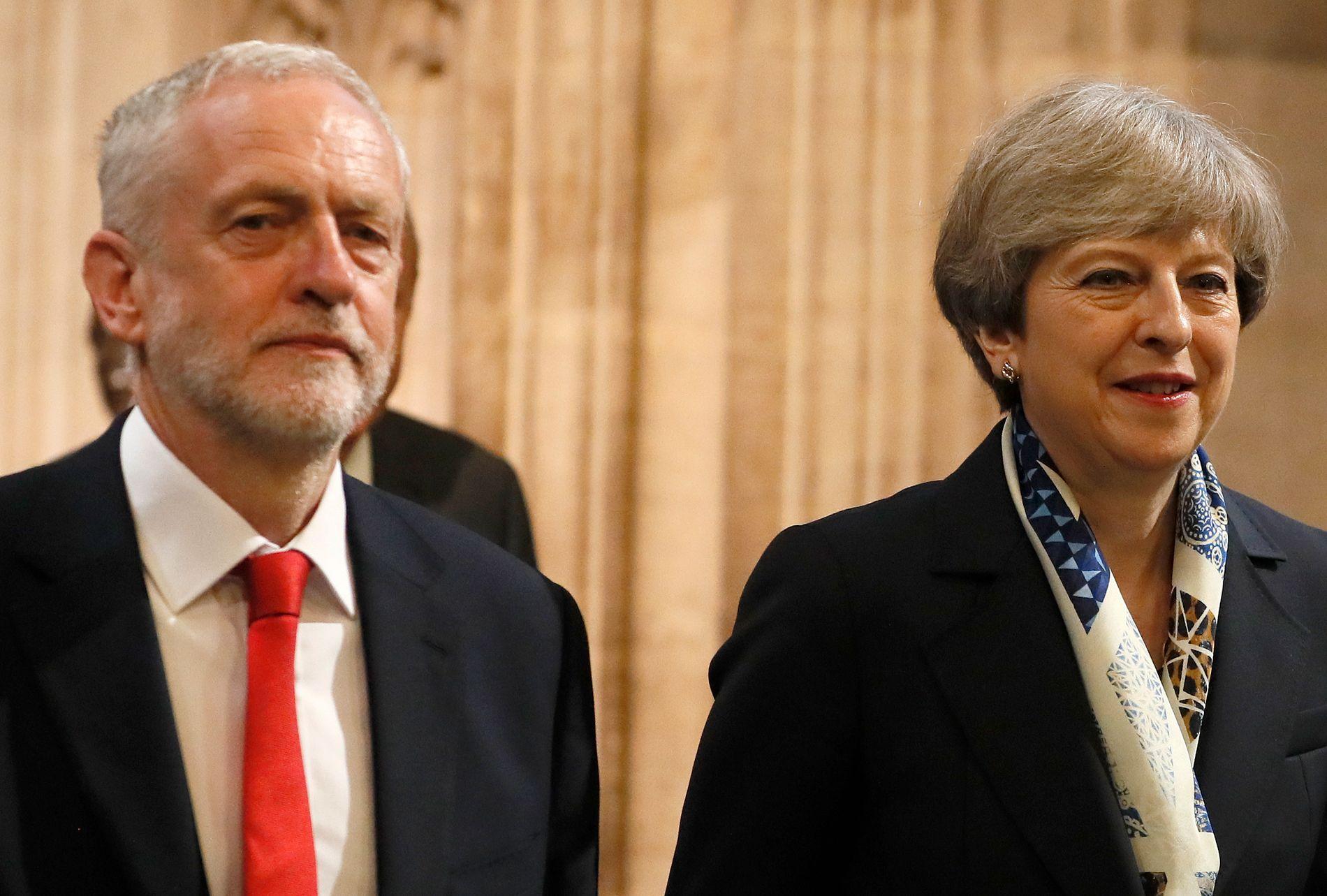 FELLES FRONT: Partilederne Jeremy Corbyn og Theresa May må finne en brexit-løsning i felleskap.