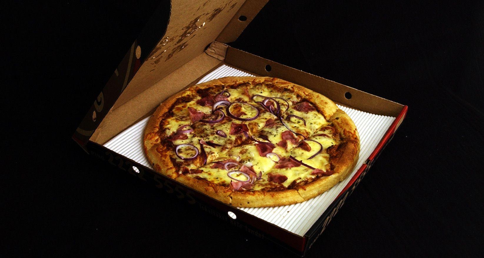 BESTILTE PIZZA: De ni pizzaene fra Peppes ble både betalt og fortært av Boye Ullmann og gjestene i Fellesforbundets fagforening i Møllergata. Totalt kostet maten 2716 kroner, inkludert moms, nacho-chips, kjøretillegg og rømmedressing.