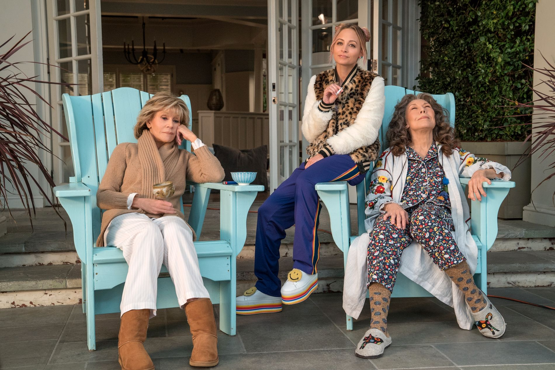 CHILL: Jane Fonda, Nicole Richie og Lily Tomlin i sesong 5 av «Grace and Frankie».