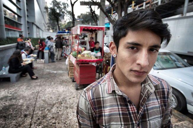 AKTIVISTEN:  Adán Cortés Salas er blitt et ansikt på opprørert i Mexico etter å ha stormet utdelingen av Nobels fredspris.