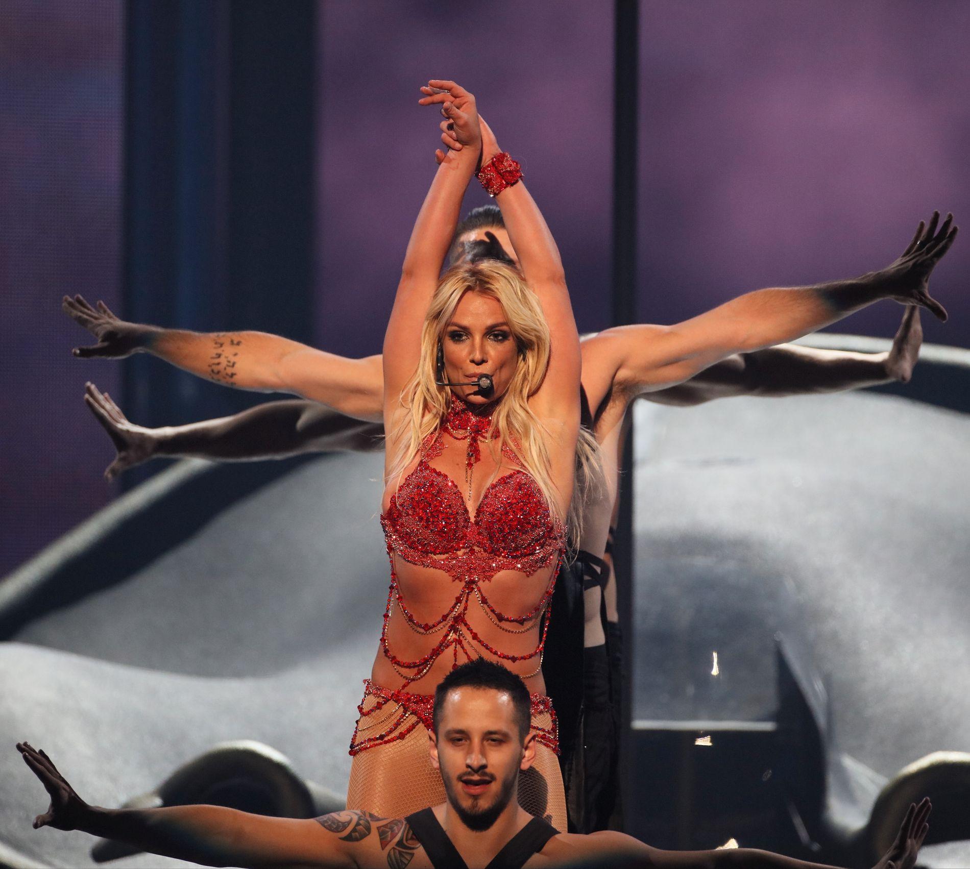 TILBAKE I OFFENTLIGHETEN: Britney Spears, her fra scenen på Billboard Music Awards i april, har virkelig tatt steget tilbake på verdensscenen siste månedene