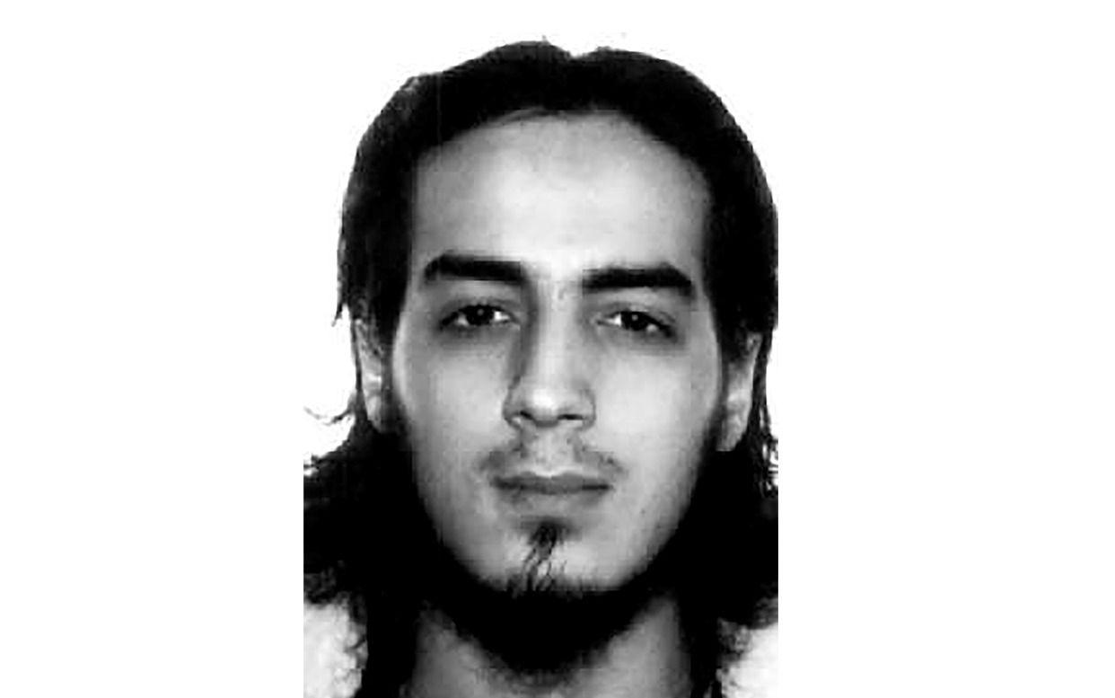 VOKTET IS-FANGER: Dette er et av de få bildene som finnes av Najim Laachraoui, hentet fra en av Interpols databaser.