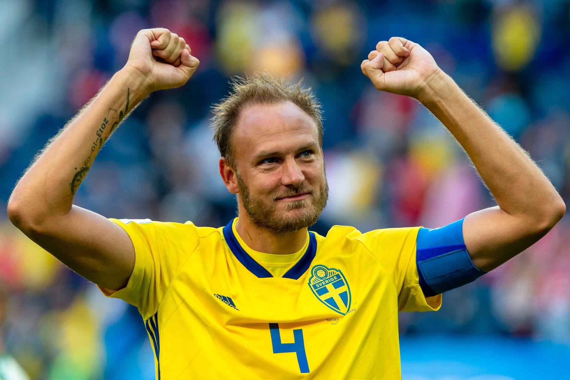 JUBEL: Andreas Granqvist har blitt frontfiguren i svensk landslagsfotball etter Zlatan Ibrahimovic. Dette bildet er tatt etter åttedelsfinale-triumfen over Sveits i juni.