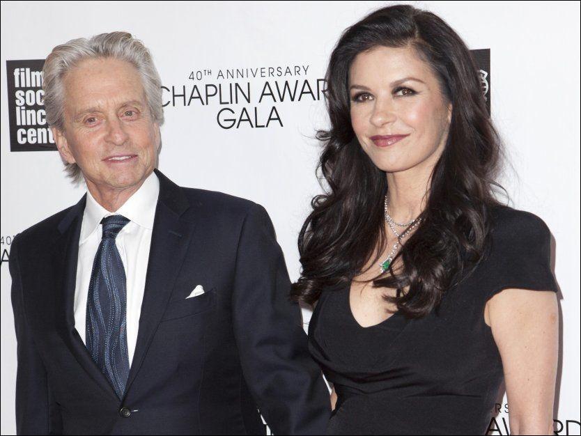 BRUDD: Her er Michael Douglas og Catherine Zeta-Jones avbildet sammen på 40års-jubileet til Chaplin Award Gala ved Lincoln Center i New York 22. april i år. Ifølge Peoples Magazine er dette siste gangen paret har vist seg sammen. Nå skal det 13 år gamle ekteskapet være over. Foto: REUTERS