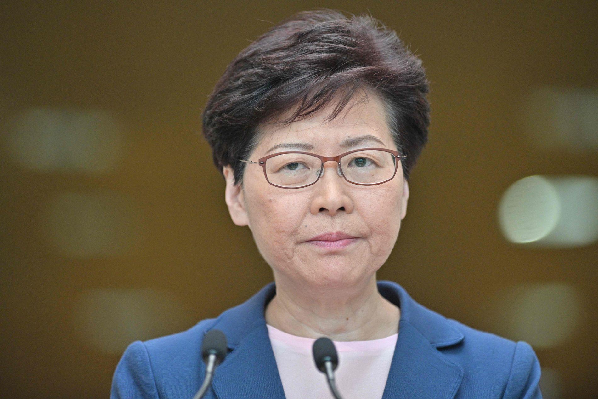 LEGGER AVTALEN DØD: Hongkongs øverste leder Carrie Lam holdt tirsdag morgen en pressekonferanse.