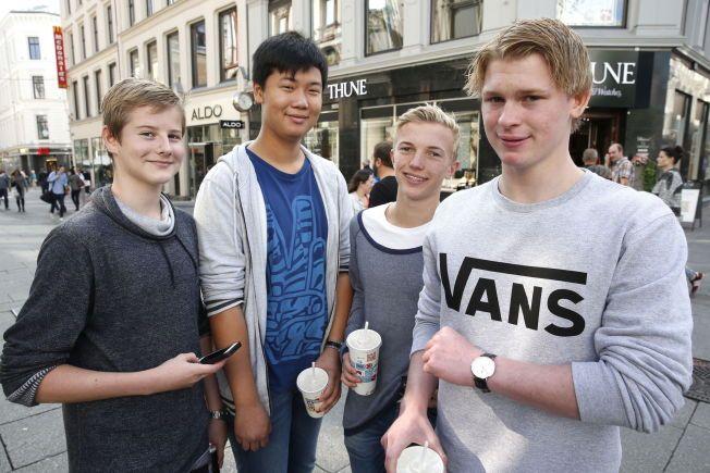 SNAPCHAT, FACEBOOK, TWITTER OG INSTAGRAM:  Marius Jensen (15) Sebastian Haunes (15) Khai Nguyen (15) Andreas Grimsmoen (15) er på mange sosiale medier - og har allerede vært det i flere år. Men foreldrene får vite lite av hva som skjer.  VG har fått tillatelse av foreldrene til å avbilde og prate med 15-åringene.