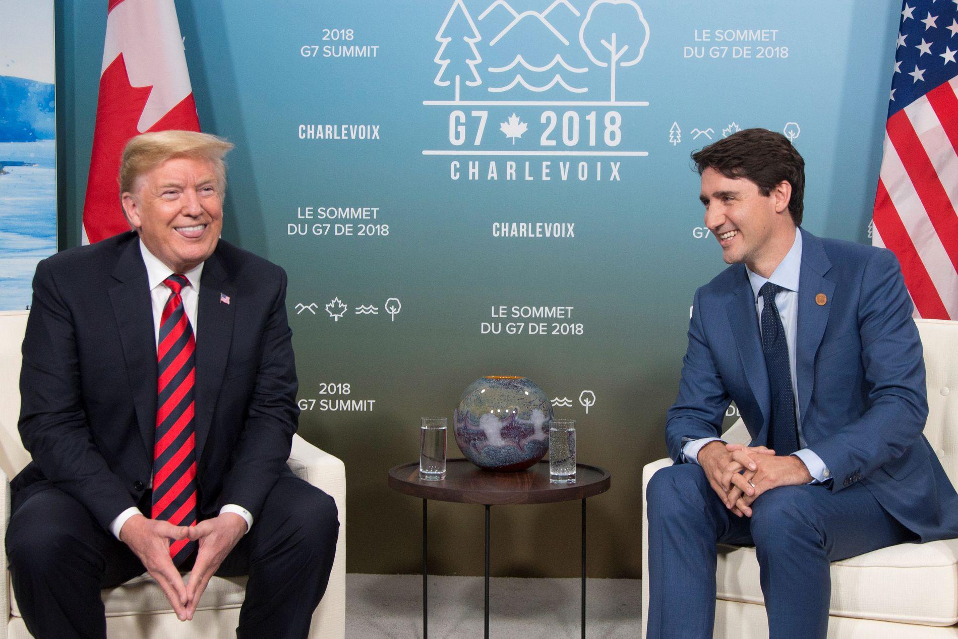 DRITTKASTING: Donald Trump kaller Canadas statsminister for «uærlig og svak». En av presidentens rådgivere sier det finnes «et spesielt sted i helvete» for ledere som Justin Trudeau.  Her sitter de sammen under G7-møtet i Canada.