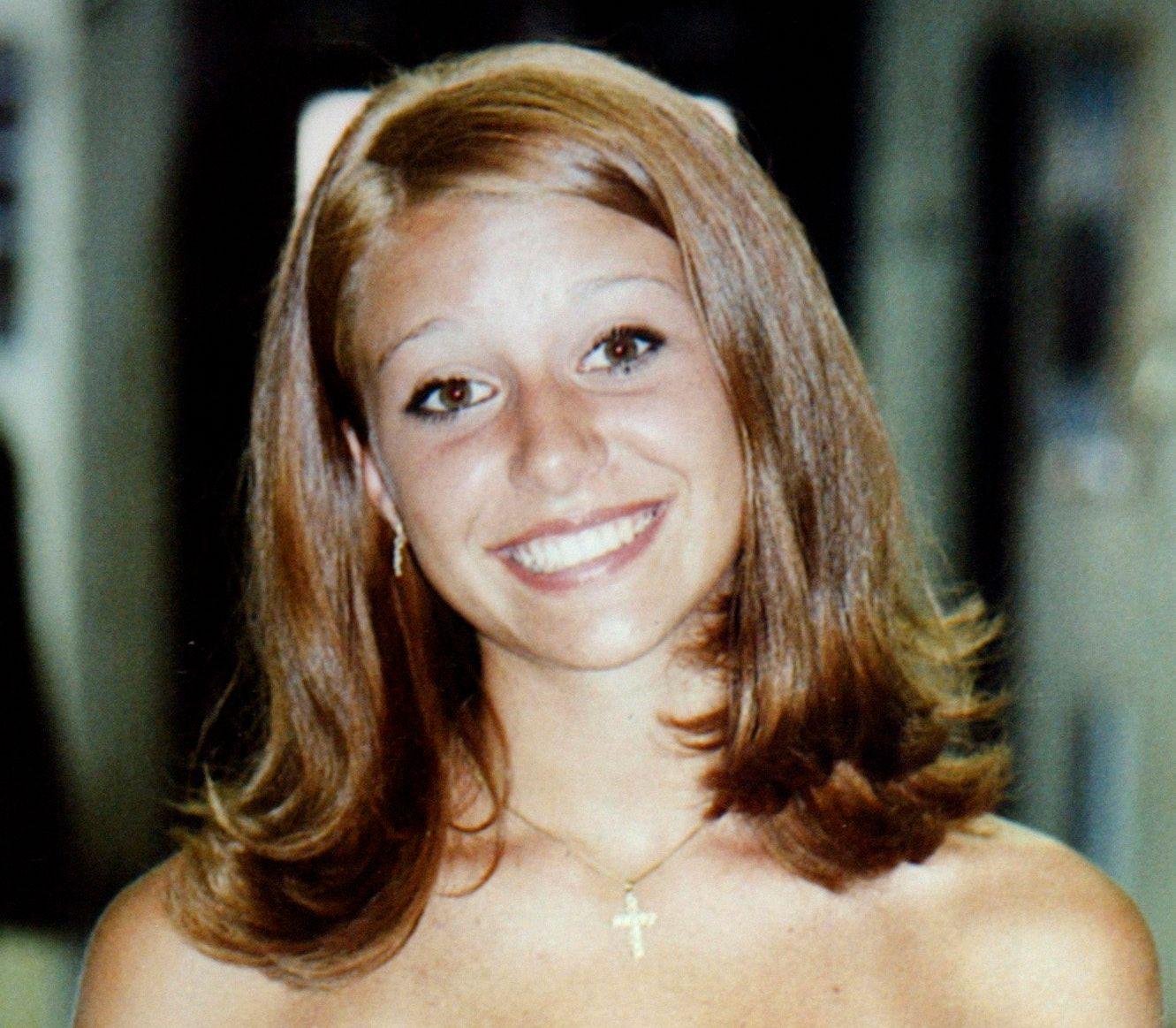 DREPT: Dereka Maria Rukan Mikula ble drept i sitt eget hjem 15. mars 2003. Hun ble bare 16 år gammel.