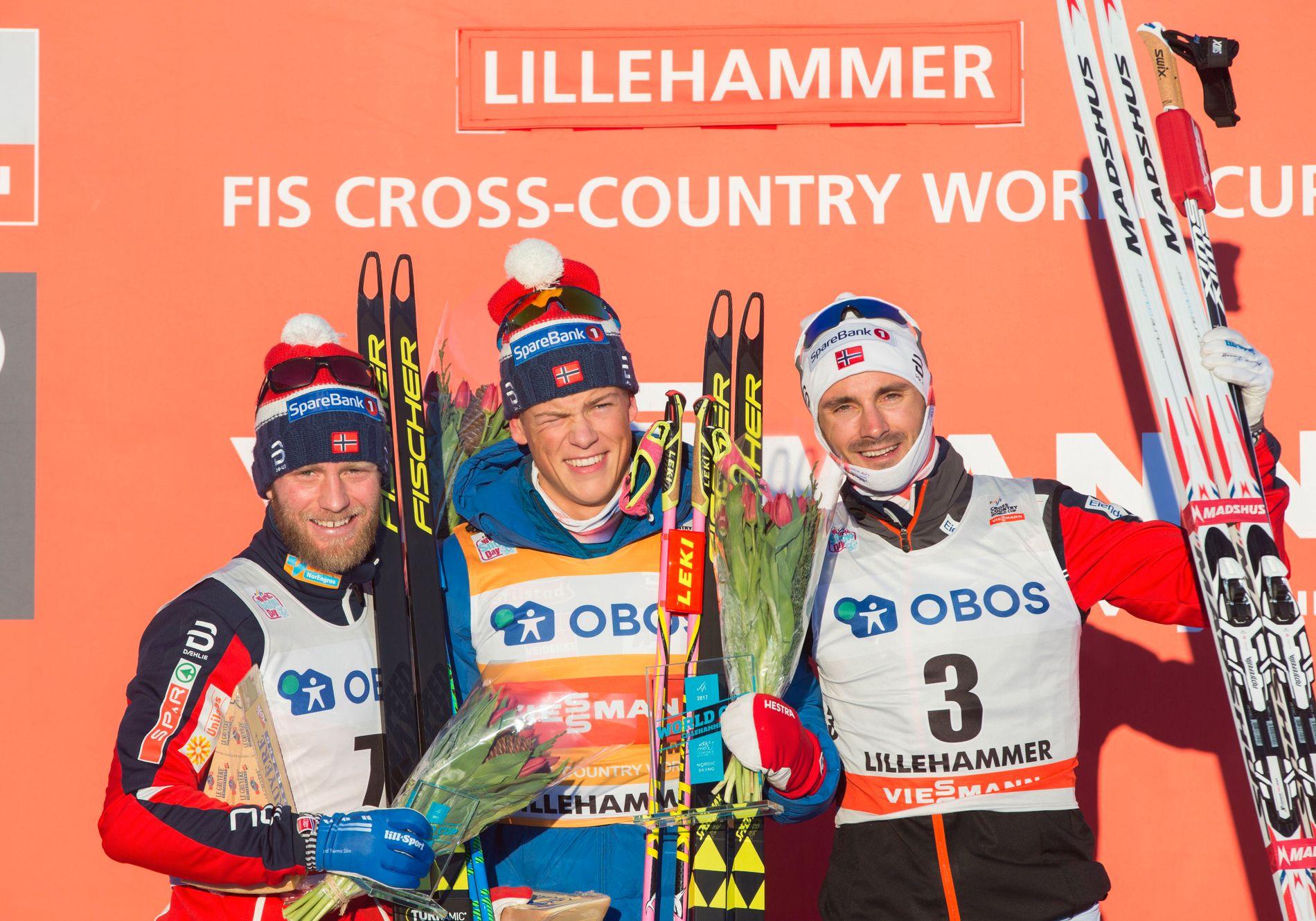 FIRE NORSKE PÅ TOPP: Johannes Høsflot Klæbo (midten) vant tremila på Lillehammer i desember foran Martin Johnsrud Sundby (t.v.) og Hans Christer Holund (t.h.). Simen Hegstad Krüger ble nummer fire.