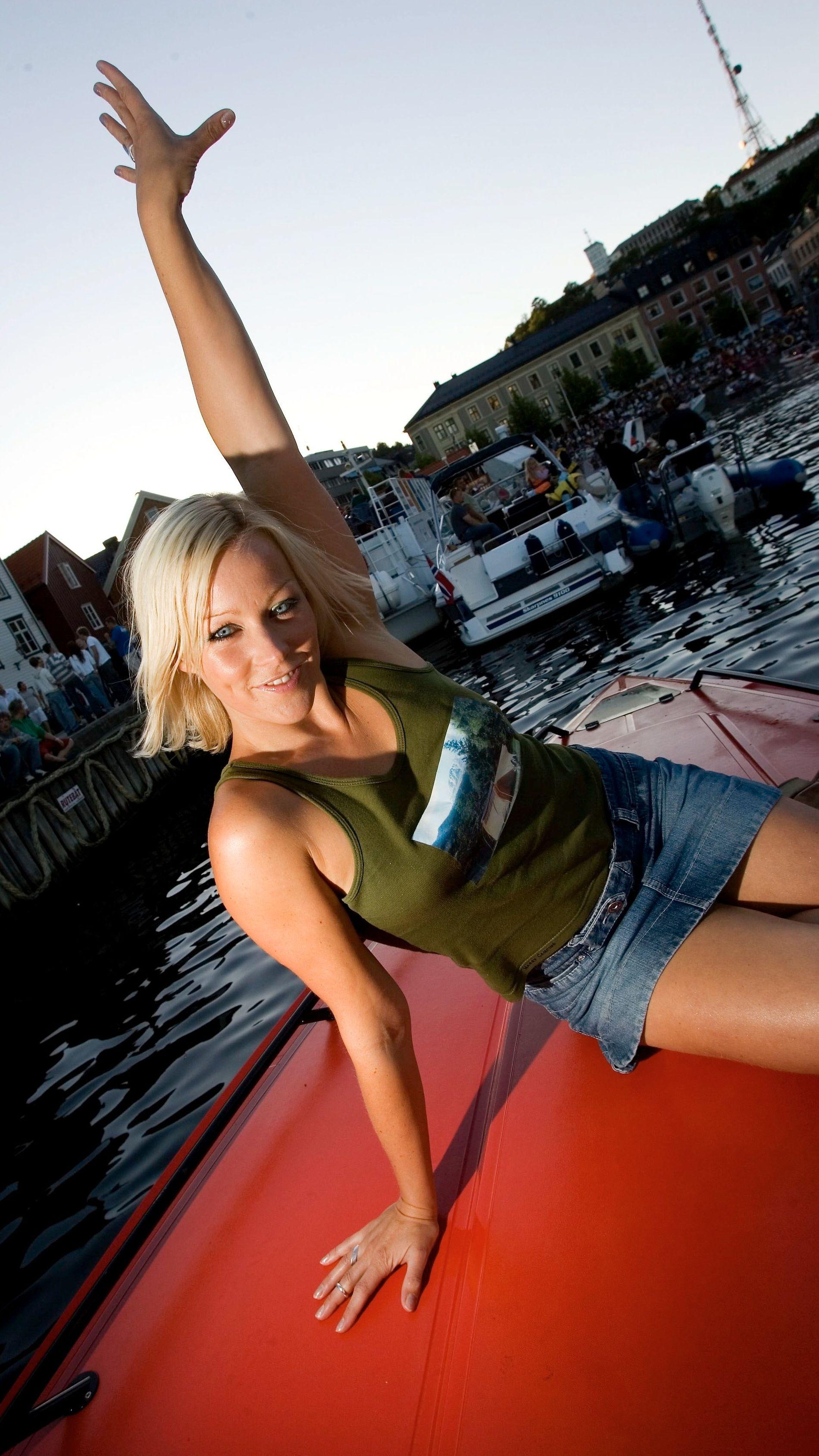 TI ÅR SIDEN: Hanne Sørvaag i Arendal I 2006, da låtene hennes hadde begynt å herje på utenlandske hitlister. Men det var en tøff tilværelse.