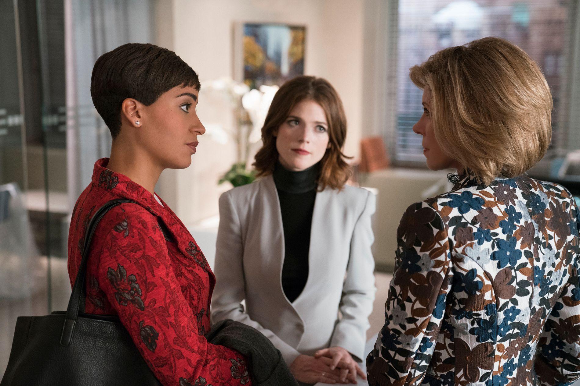 STERKE KVINNER: Cush Jumbo som Lucca Quinn, Rose Leslie som Maia Rindell og Christine Baranski som Diane Lockhart i sesong 2 av «The Good Fight».