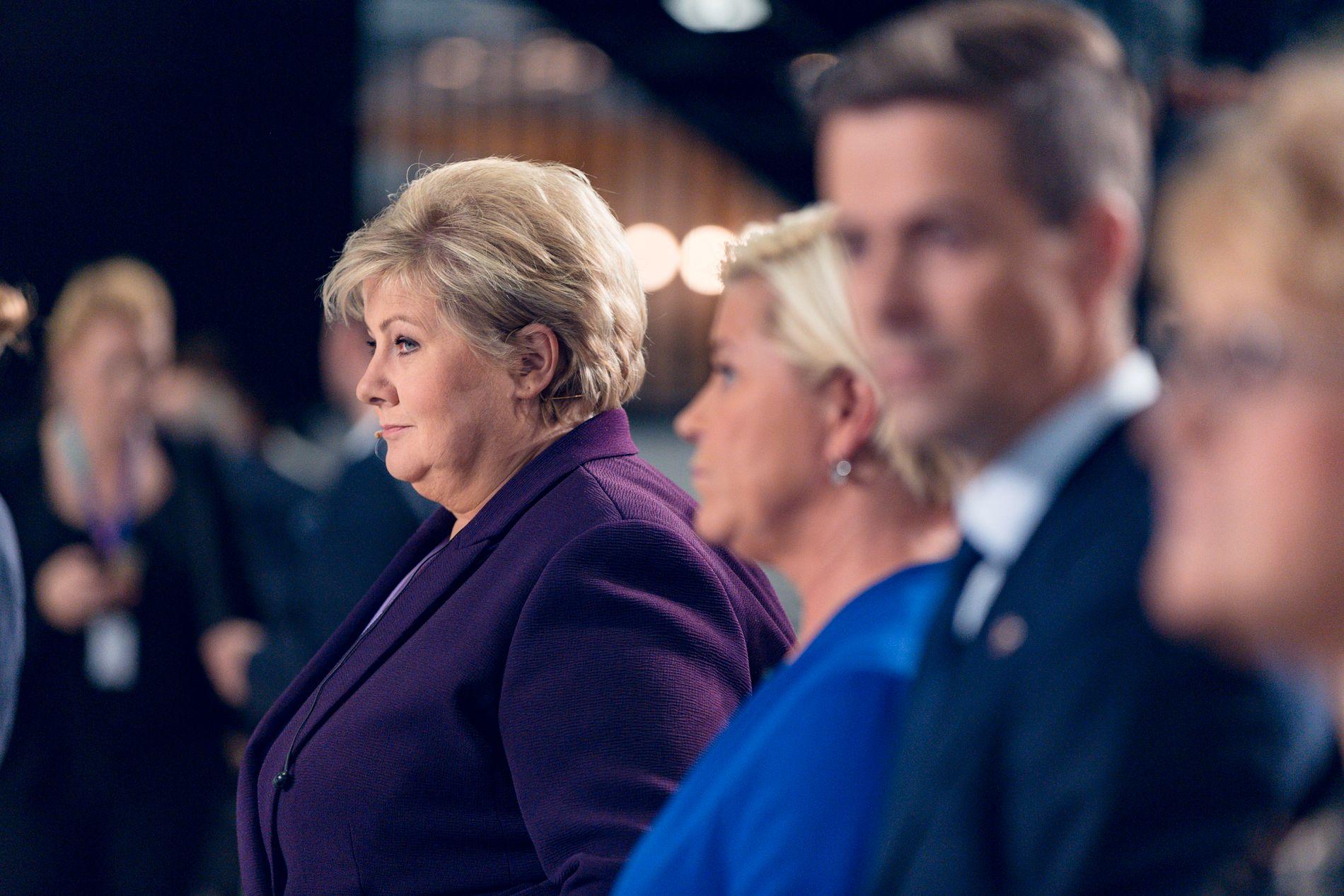 SIDE OM SIDE: NRK plasserte de borgerlige partilederne ved siden av hverandre. Fra venstre Erna Solberg (H), Siv Jensen (Frp), Knut Arild Hareide (KrF) og Trine Skei Grande (V).