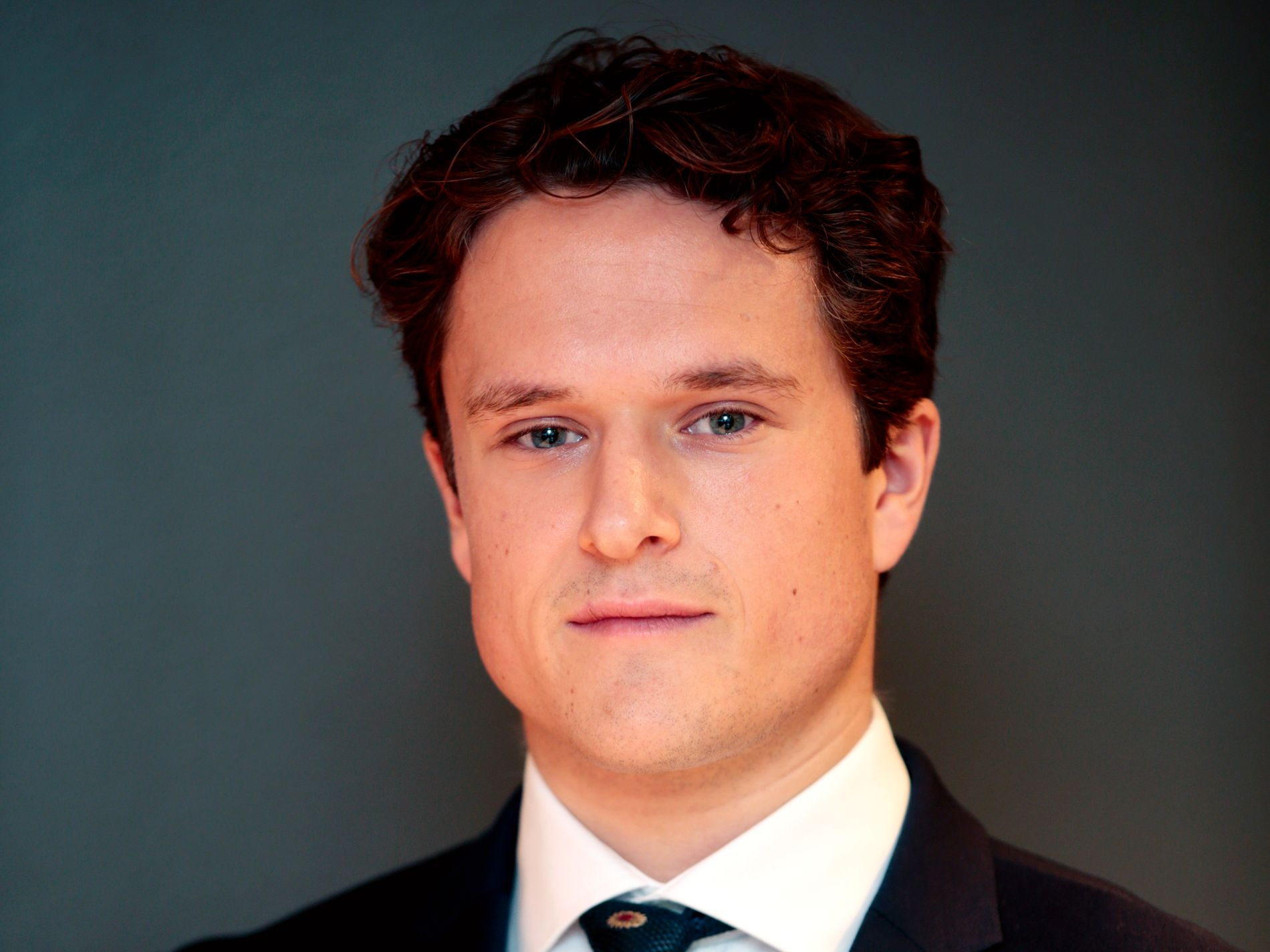 Tobias Øgrim i SEB venter fortsatt renteheving i juni, tross svake detaljhandelstall.