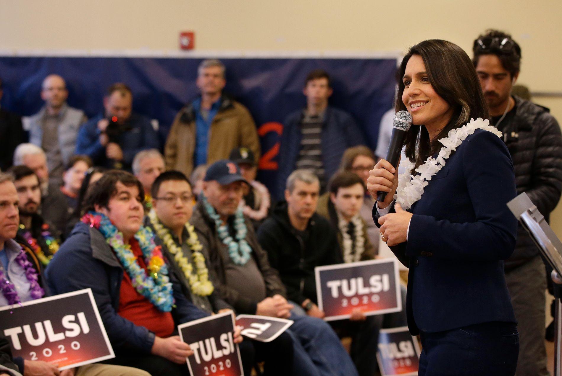 FRA HAWAII: Blomsterkranser rundt halsen er ikke et uvanlig syn når Tulsi Gabbard holder valgmøter. Selv ikke her i New Hampshire.