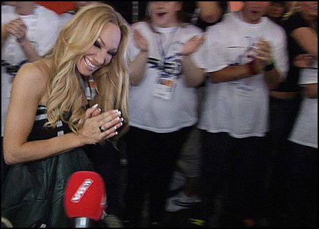 I LYKKERUS: - Jeg var nervøs, innrømmet Charlotte Perrelli til VGTV i kaoset etter gårsdagens semifinale. Foto: PÅL HANSEN