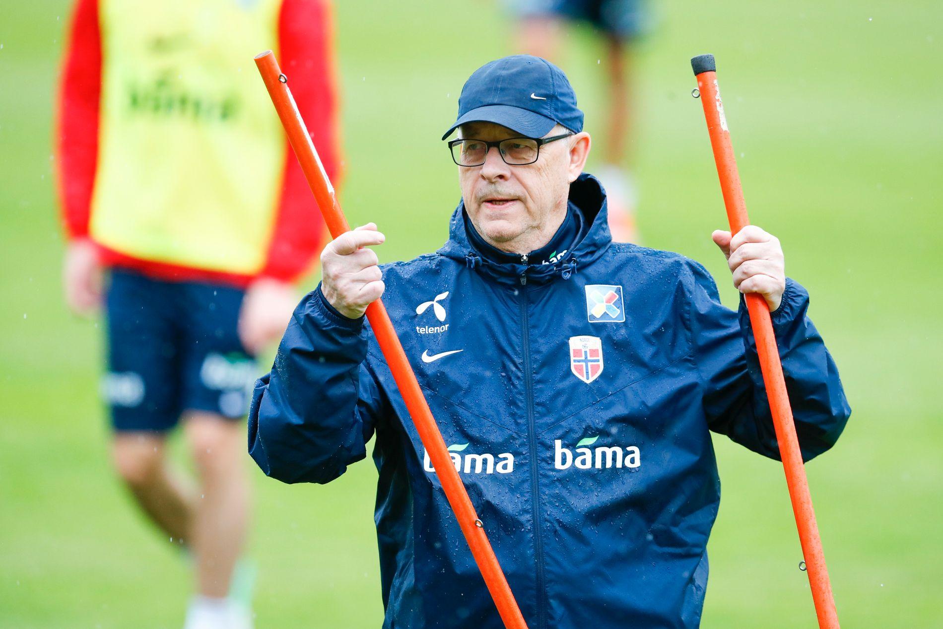 TRENINGSTRØBBEL: Onsdag måtte Lars Lagerbäck og resten av landslaget reise 40 minutter hver vei for å trene i Lillestrøm. Det er tid og energi han heller vil bruke på andre ting.
