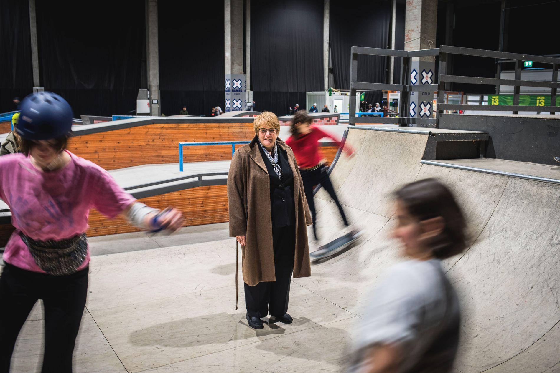 HEIER PÅ DE EGENORGANISERTE: Ventre snakket allerede i 2016 om å bruke 50 millioner kroner i året på egenorganisert idrett. Nå er man tett på å oppfylle dette. Her er Trine Skei Grande på et skateboardanlegg i Oslo.