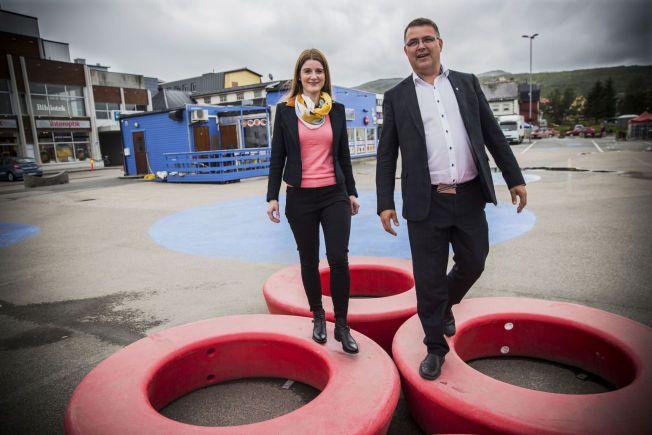 BALANSEØVELSE: Ordførerne Grete Ellingsen (H) og Kjell-Børge Freiberg (Frp) forsøker å balansere seg frem til ny kommunestruktur for Vesterålen.