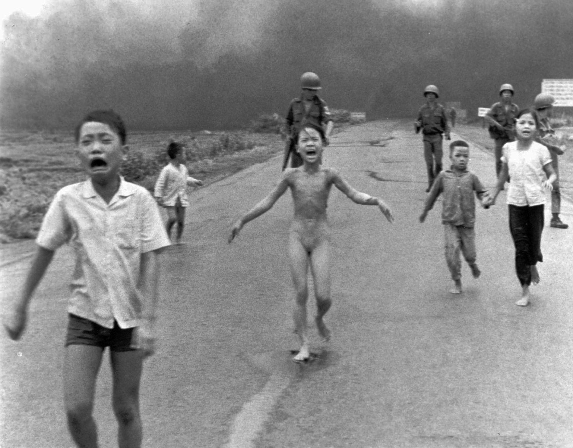 VERDENSKJENT BILDE: Phan Thi Kim Phuc er den nakne, lille jenta fra Vietnamkrigen.