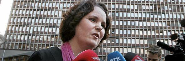 GLAD: Minister Sylvia Brustad setter pris på at Kristian Siem flagger hjem.
