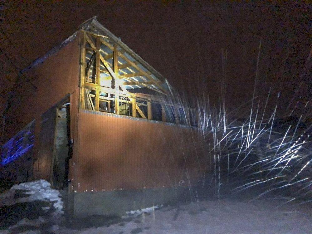 UVÆR: Deler av fjøstak blåste av i uvær i Nordland i går, og har resultert i at 29 okser må slaktes.