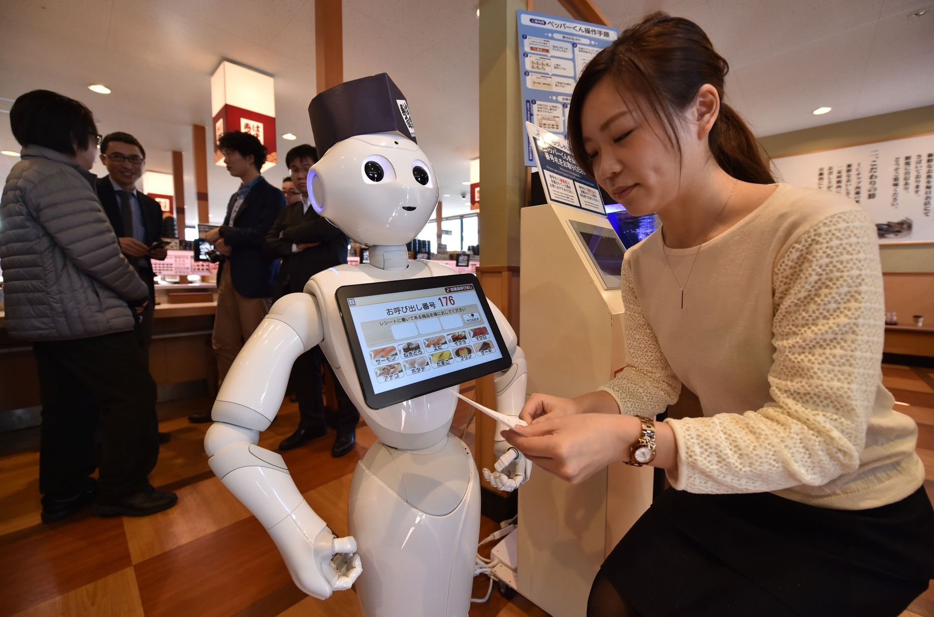 BESTILL MAT: Kanskje bestiller du et av dine måltider direkte fra Roboten «Pepper» om ikke så altfor lenge? Teknologien (og Pepper) er her allerede.