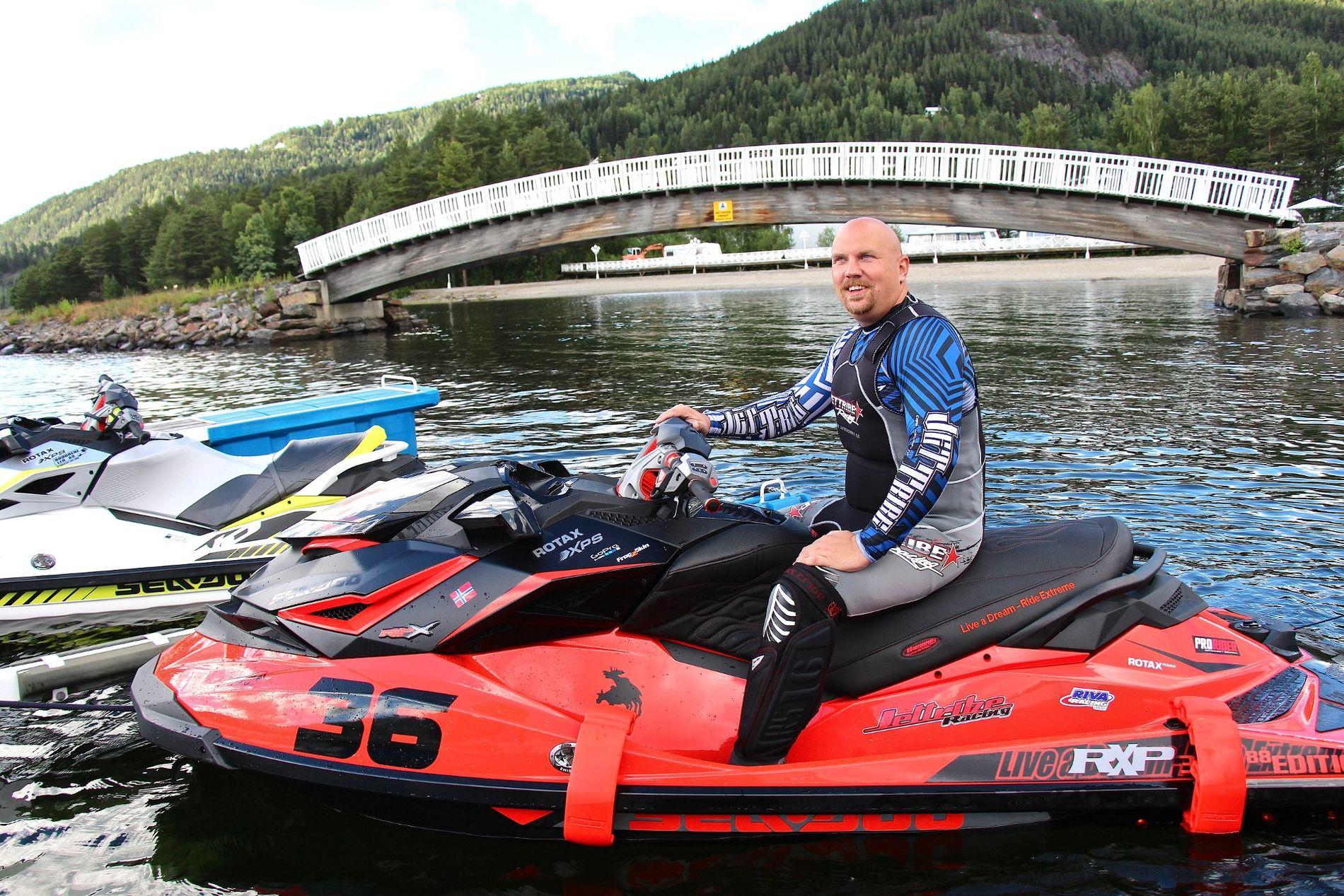 POSITIV TIL NYE REGLER: Lederen i Vannscooter Norge Christian Hammernes er ikke negativ til førerkort for vannscooterførere, men mener kravet bør likstilles for andre hurtiggeånde fartøyer på sjøen.