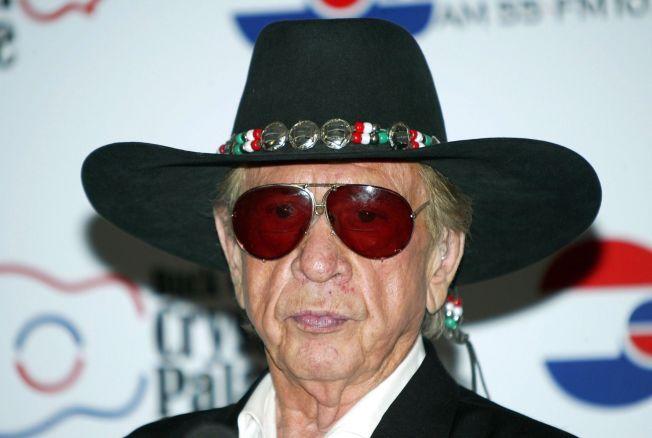 MED I KLUBBEN: Countrylegenden Buck Owens har også vært tilbragt over 100 uker med samme utgivelse på Topp 40-listen i Norge. Her er han i Las Vegas i 2005. Året etter døde han, 76 år gammel.