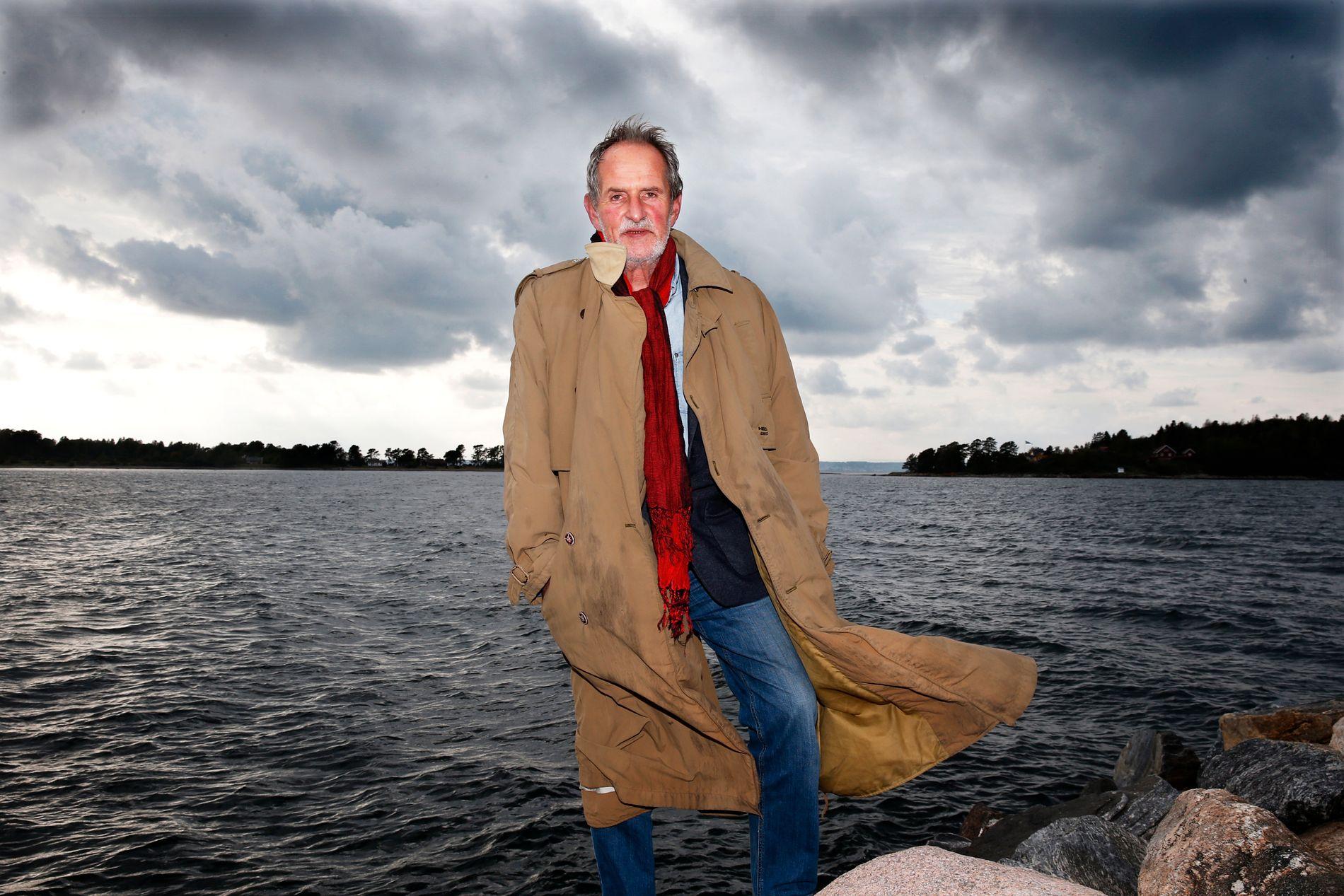 DØD: Forfatter Jon Michelet, her på Larkollen i forbindelse med lanseringen av tredje bok om skogsmatrosen Skramstad, døde lørdag.