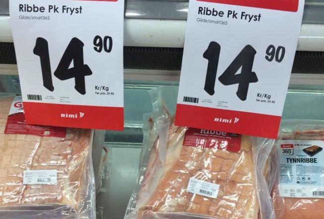 BILLIGSALG: I flere butikkjeder kunne du 21.desember i fjor få kjøpt frossenribbe helt ned til kroner 14,90 per kilo.