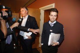 TØFFE FORHANDLINGER: Høyres parlamentariske leder Trond Helleland og KrF-leder Knut Arild Hareide møtte pressen i en pause i forhandlingene om statsbudsjettet for 2015.