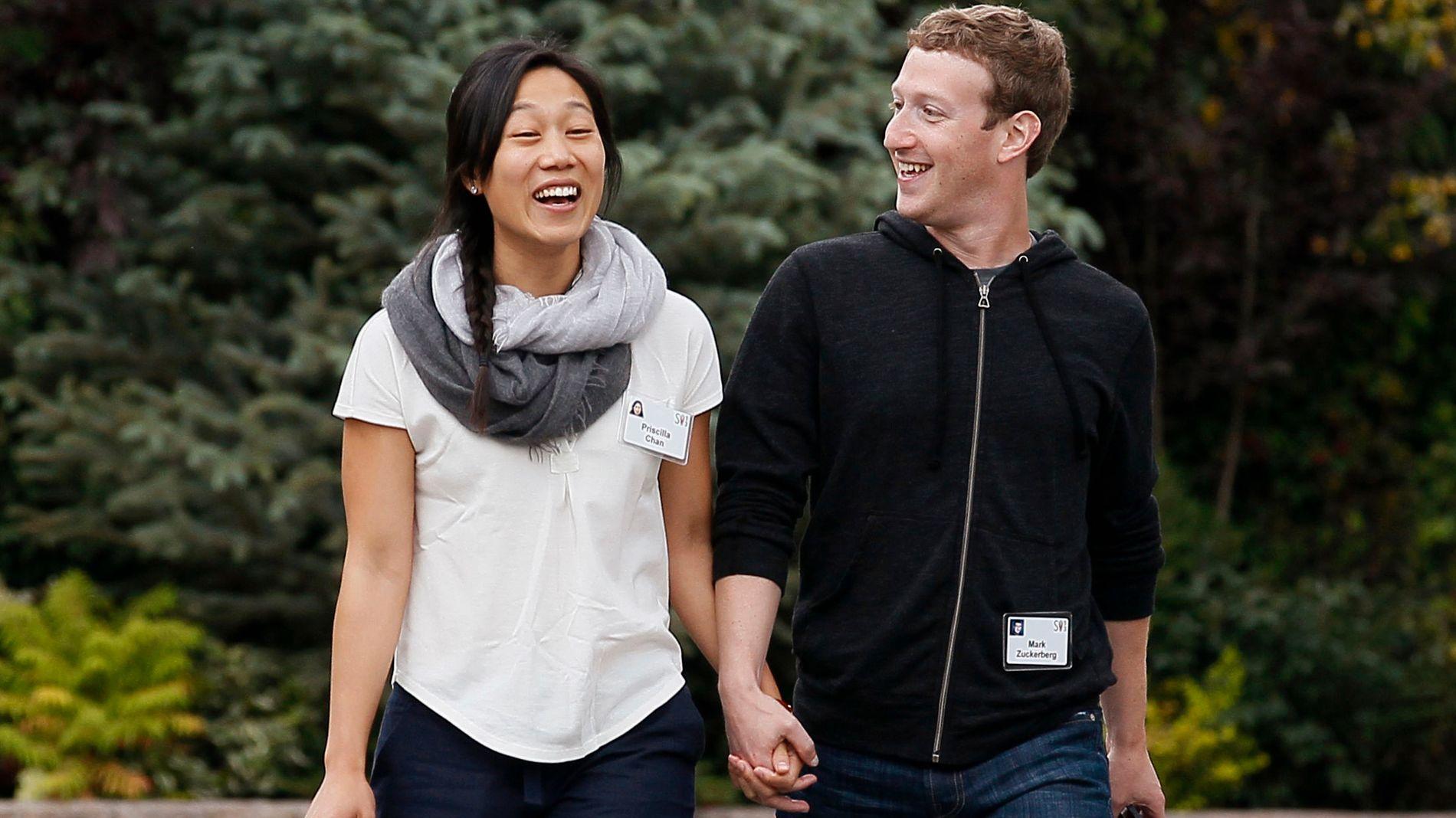 VENTER BARN: Facebook-sjef Mark Zuckerberg og hans kone Priscilla Chan har holdt følge siden 2003, og giftet seg i 2012. Nå venter paret sitt første barn.