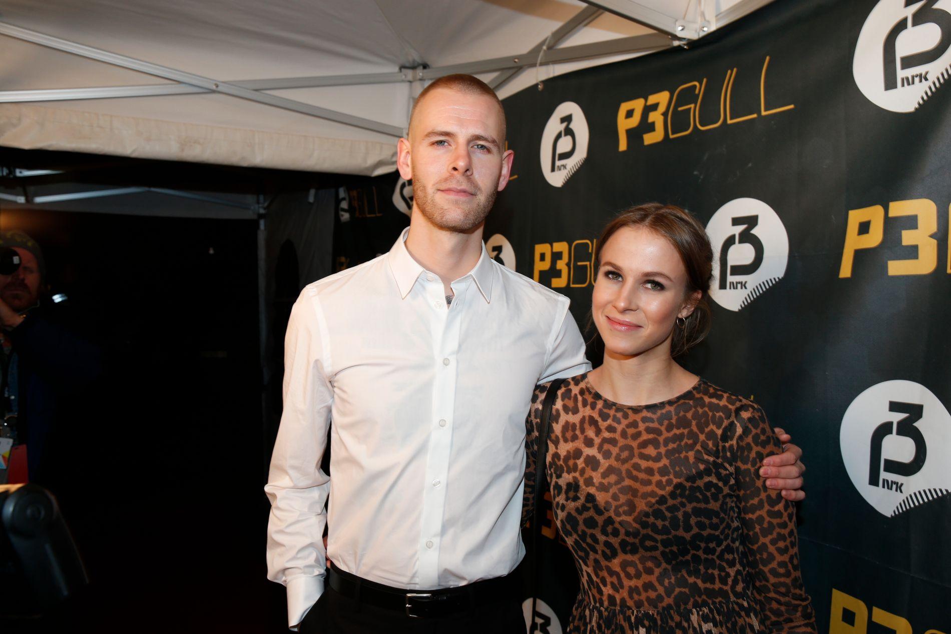 SØKER P3-JOBB: Malin Kulseth, her på P3 Gull-prisutdeling med ektemann og artist Lars Vaular.