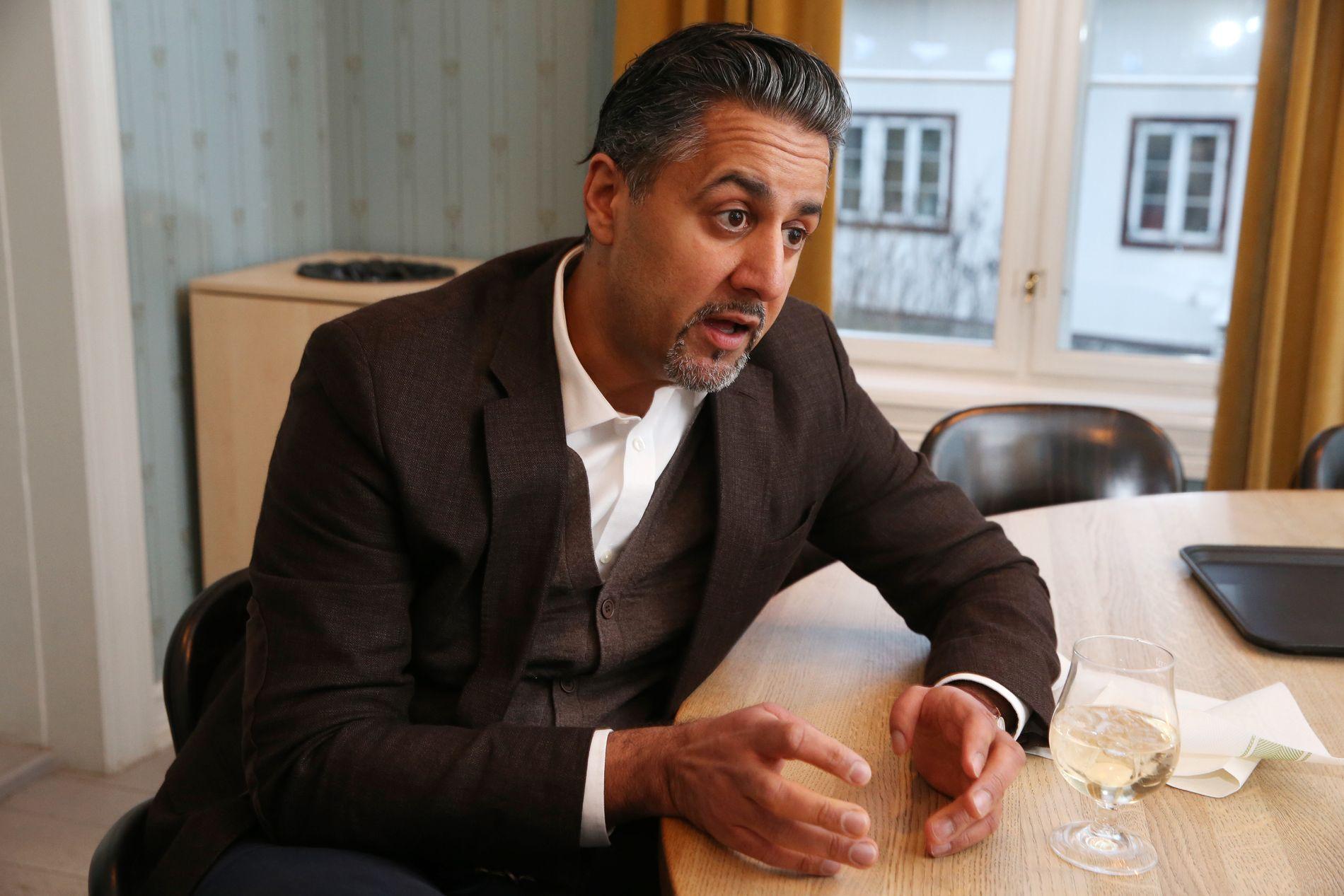 STRID I REGJERINGEN: Venstres Abid Raja får svar fra Frp – og det er at momsfritaket for elbiler ryker i etter neste stortingsvalg i 2021.