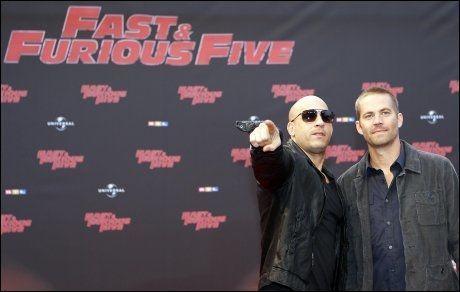 VENNER OG KOLLEGAER: Vin Diesel og Paul Walker, her sammen på premieren for «Fast & Furious Five» i Köln, Tyskland i 2011, var gode venner og kollegaer. Foto: AP Photo / Frank Augstein