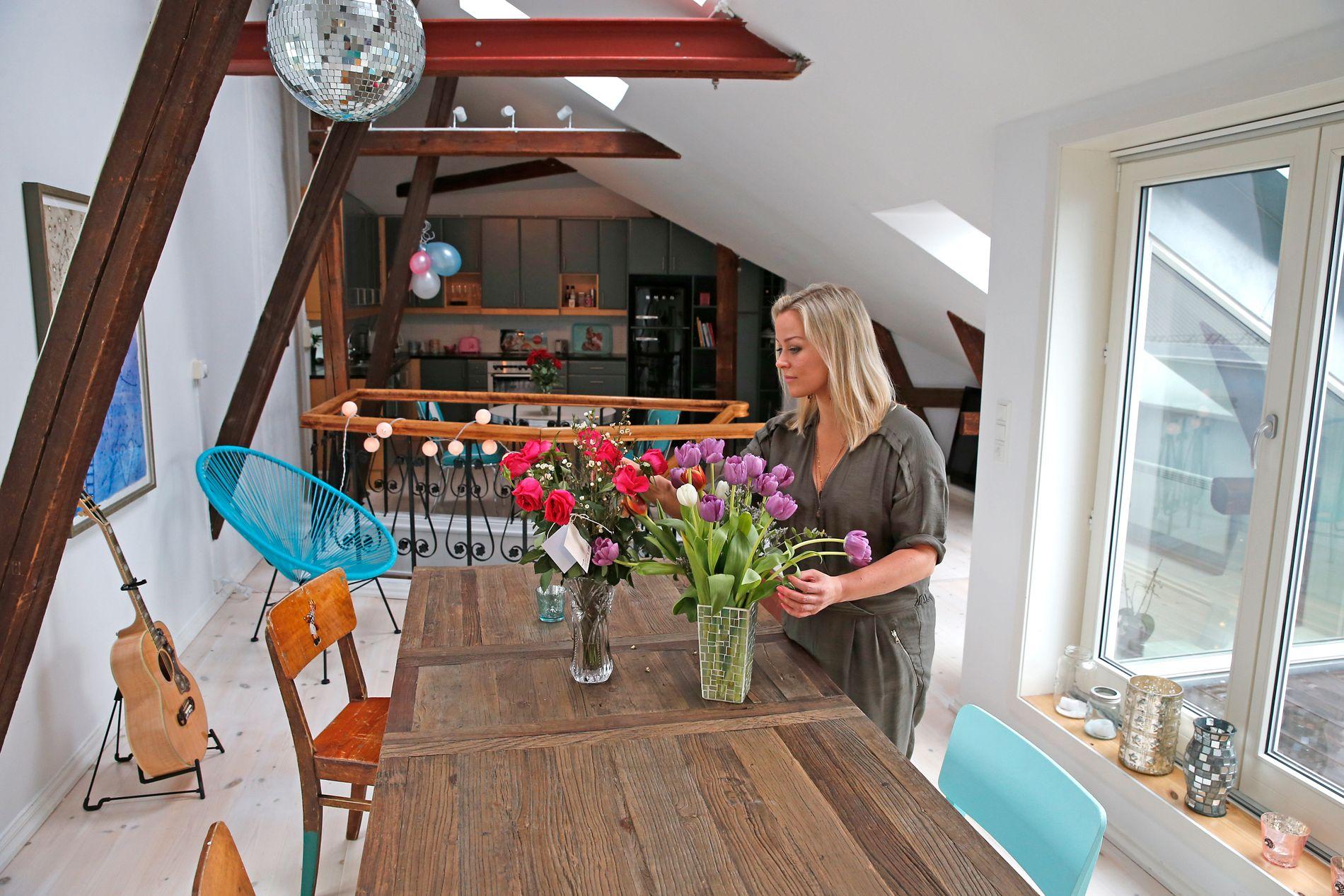 TRIVES: Hannes to-etasjes loftsleilighet er fra 1800-tallet. Hun kjøpte den i september i fjor.