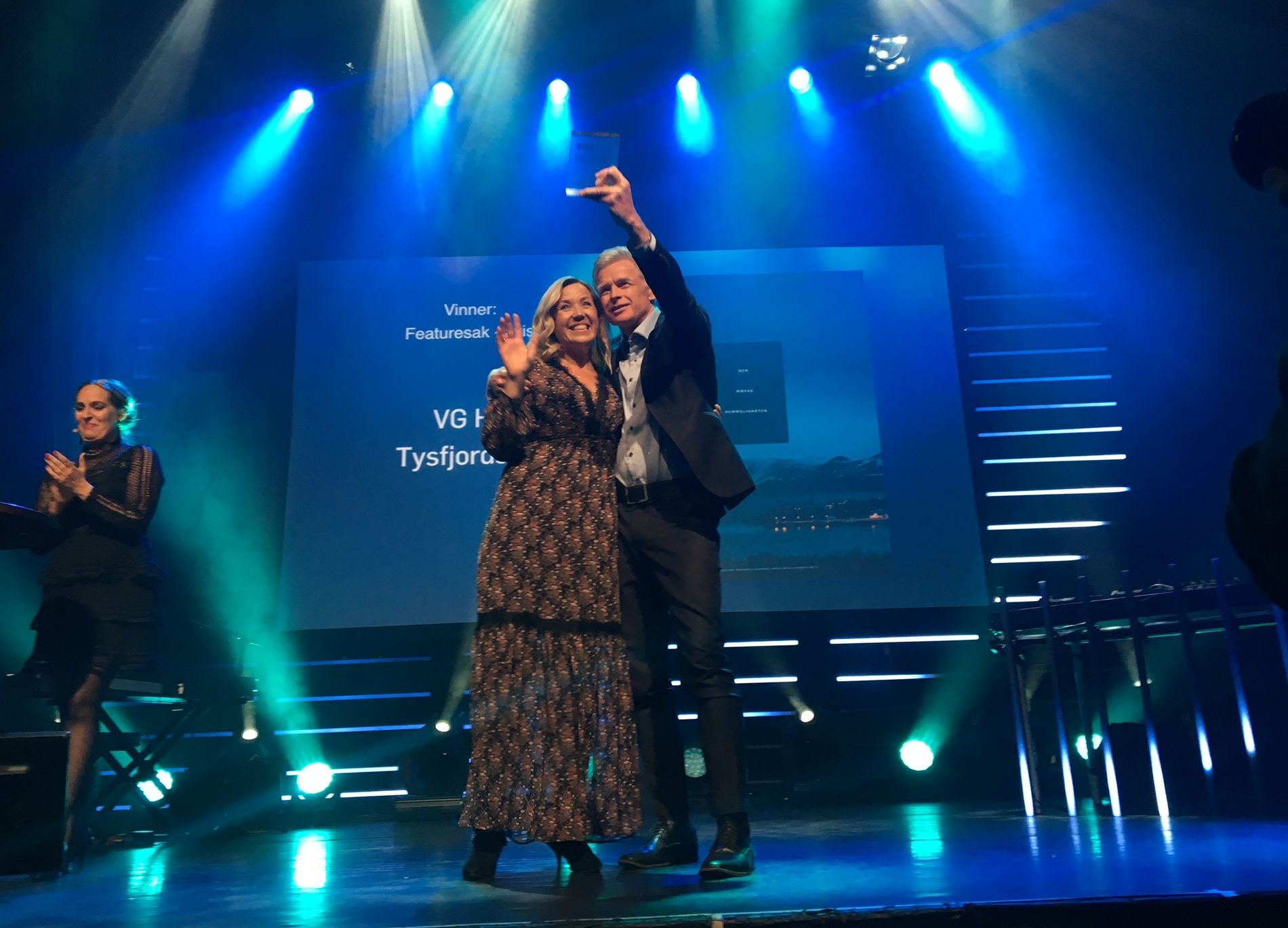 FEATURE: Jane Throndsen og Svein Kjølberg i VG Helg tar imot prisen for Årets featuresak for Tysfjordsaken.