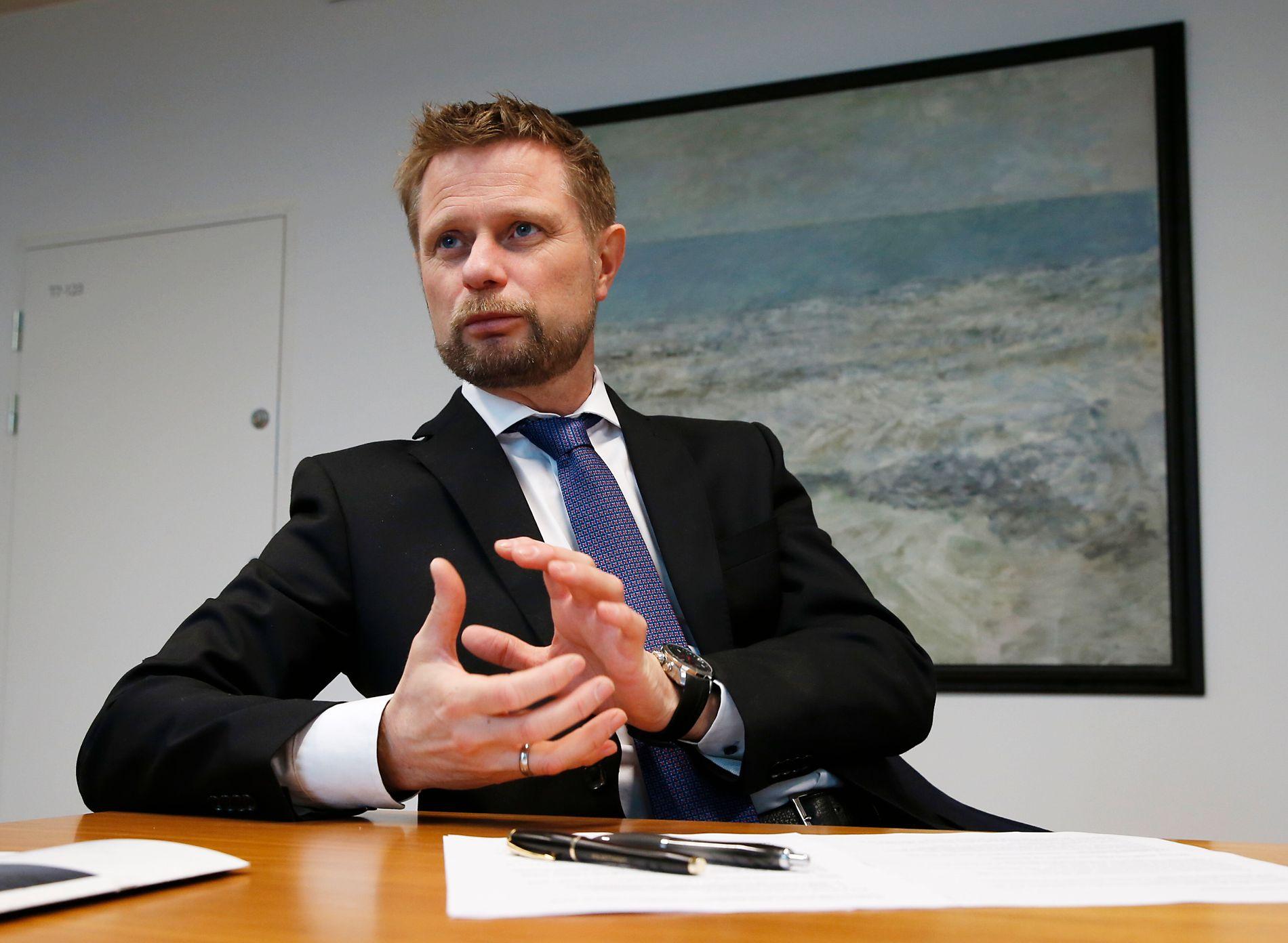 Helseminister Bent Høie (H) mener det ti prosent utsatte pasientavtaler på sykehusene er for mye.