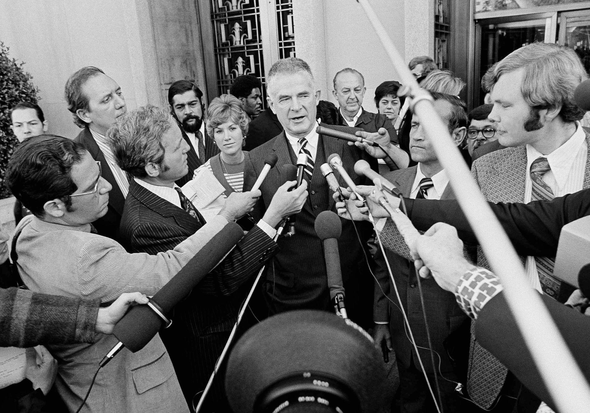 FIKK SPARKEN: Spesialetterforsker av Watergate-saken, Archibald Cox, fikk sparken av daværende president Richard Nixon. Nå drar flere paralleller mellom den saken og Trumps sparking av FBI-sjef James Comey.
