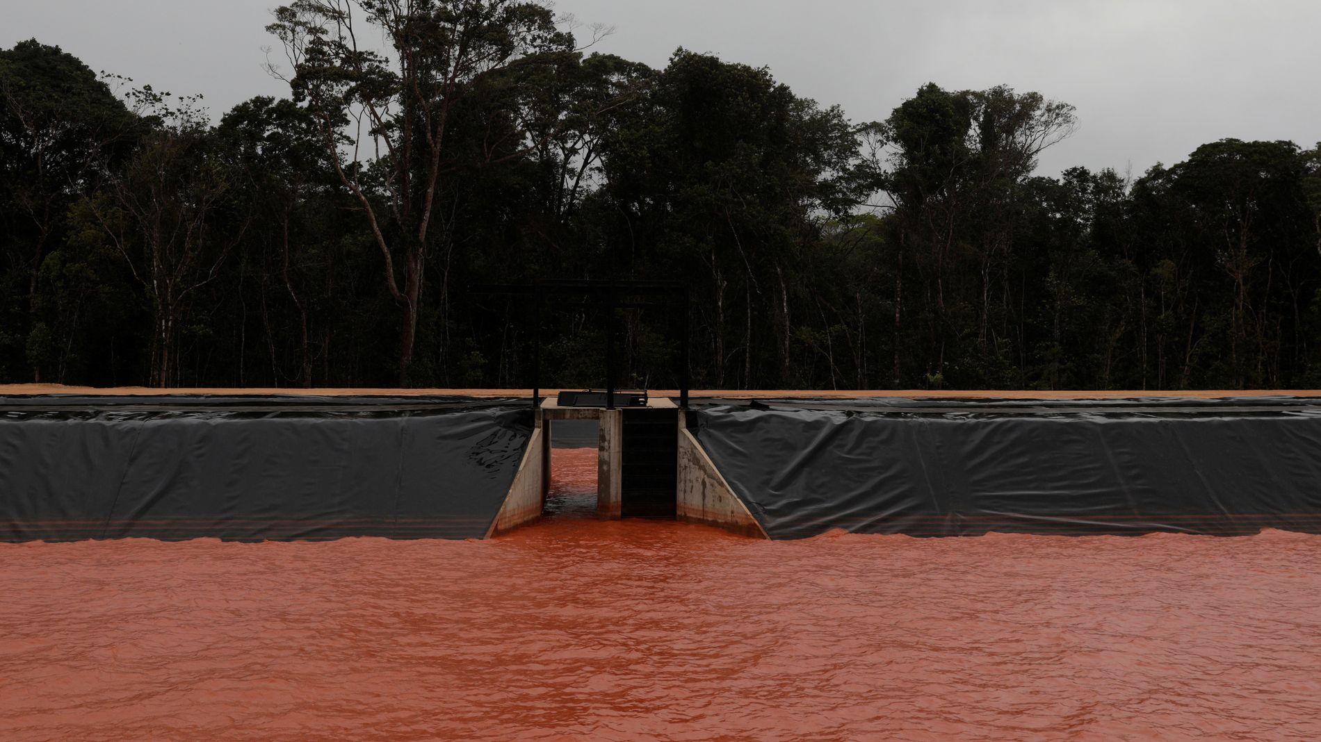 BRASIL-TRØBBEL: Hydro har måttet stenge ned 50 prosent av produksjonen ved Alunorte i Brasil. Her del av et dreneringssystem tilknyttet aluminaraffineriet.
