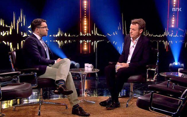 FÅR KJEFT: Fredrik Skavlan skapte klagestorm med sitt intervju med den sykmeldte lederen for Sverigedemokratarna, Jimmie Åkesson (til venstre), på fredag.