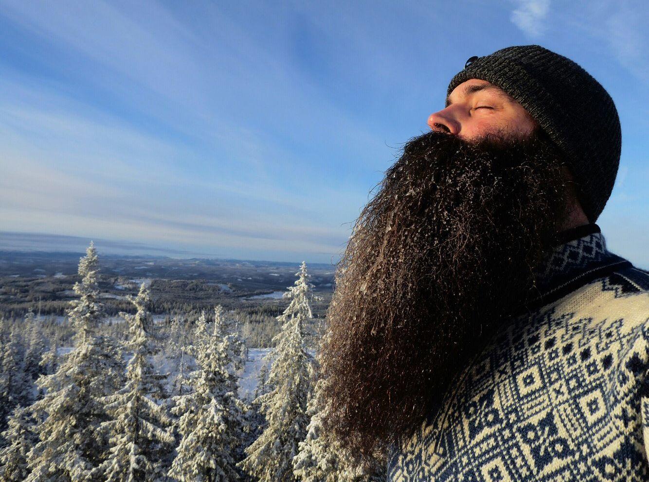 LANGT: Nils Fugelsnes begynte å spare skjegget sitt for fire år siden. Nå gror det fritt.