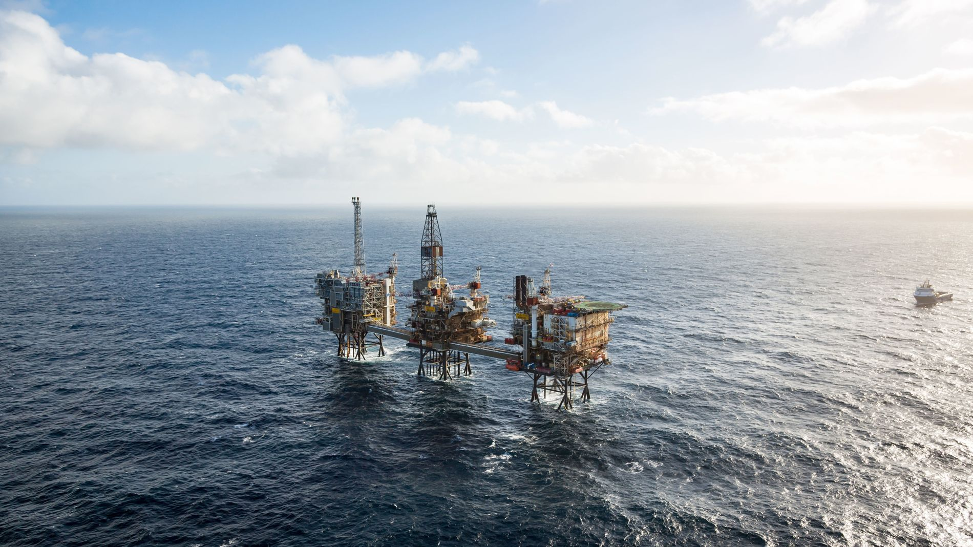 SKRIVES NED: Aker BP tar et regnskapsmessig tap på Ula-feltet i første kvartal på totalt 69 millioner dollar knyttet til endringer i forventede kostnads- og produksjonsprofiler for fremtidige utbygginger.