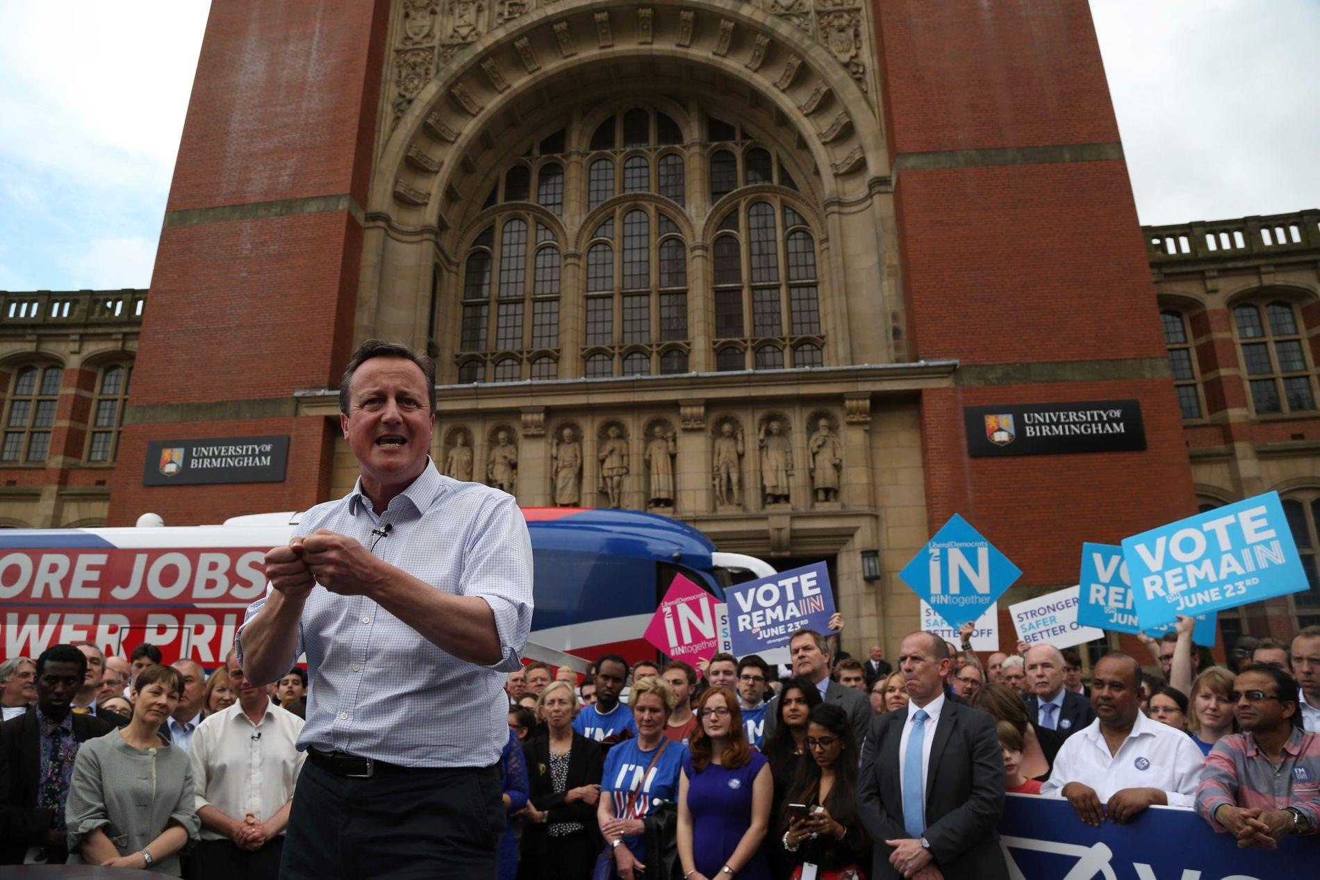 EN SISTE APPELL: Storbritannias statsminister David Cameron i Birmingham onsdag, der han ba britene «sette arbeidsplasser først» når de går til valgurnene torsdag.