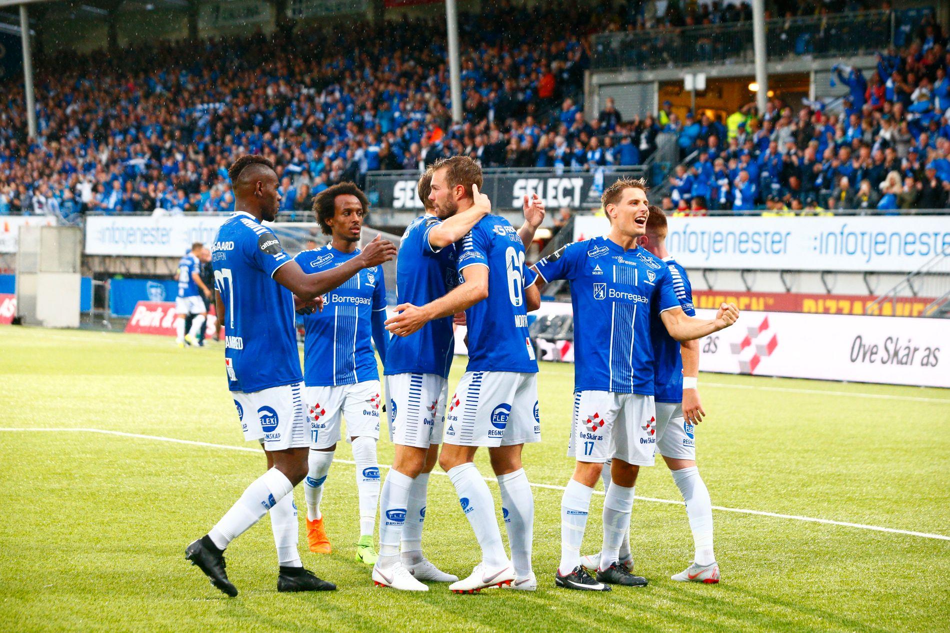 EUROPA-JUBEL: Tre dødballmål gjør at Patrik Mortensen og resten av Sarpsborg 08 kan reise til Israel med håp om avansement til gruppespillet i Europa League om en uke.