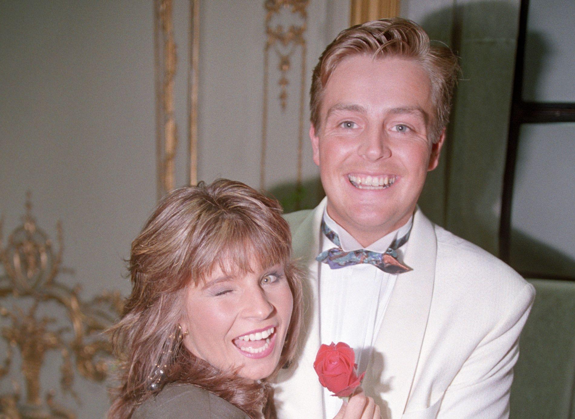 SMILTE OG LO: Dette bildet av Carola Häqqkvist og Runar Søgaard, tatt i 1991, viste et lykkelig par.