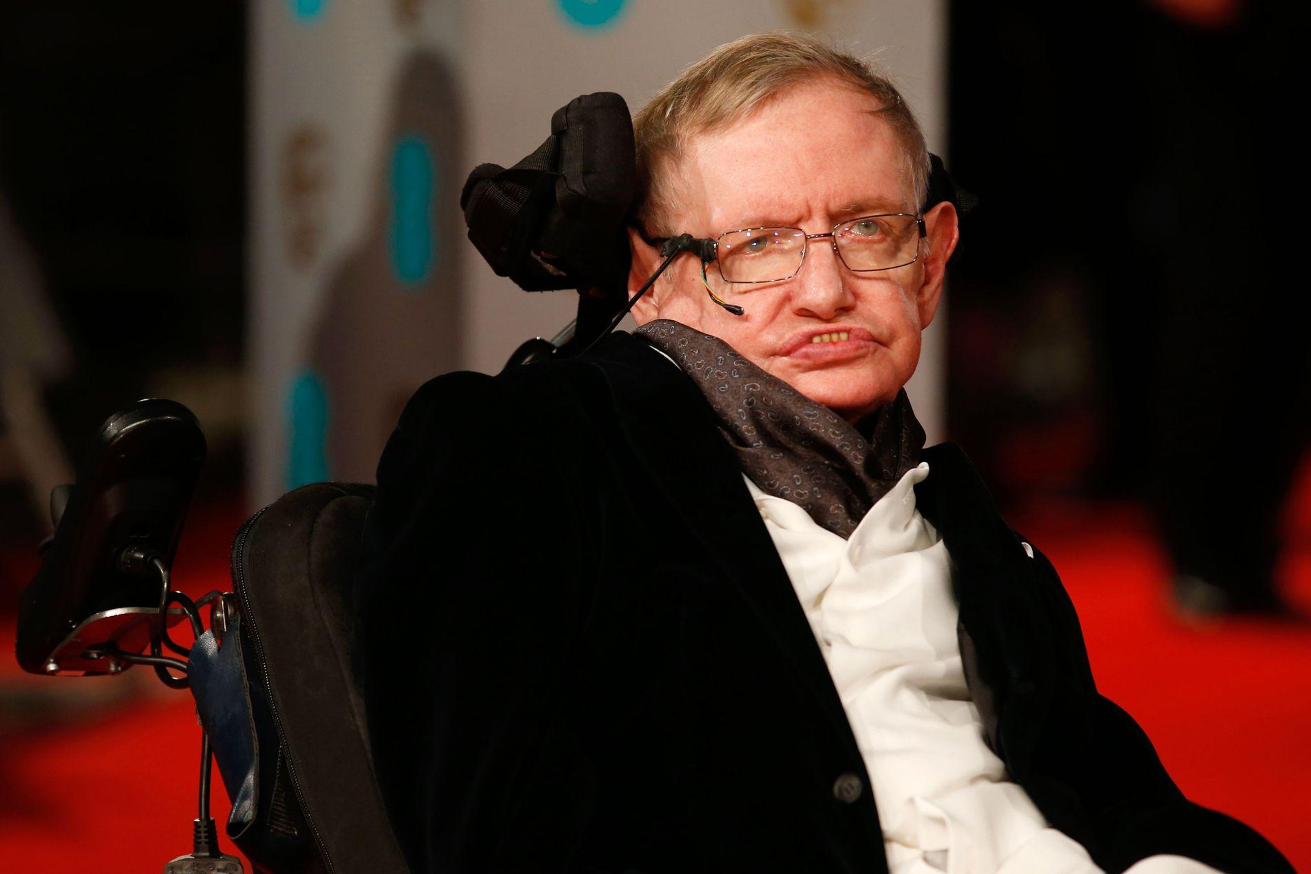 1942–2018: Stephen Hawking led av en nervesykdom som gjorde at han bare kunne kommunisere med omverdenen via en datamaskin.